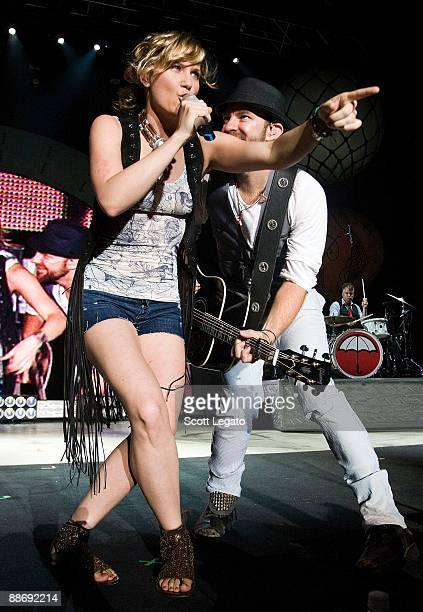 Kristian Bush and Jennifer Nettles of Sugarland perform at the Verizon Wireless Music Center on June 25 2009 in Pelham Alabama