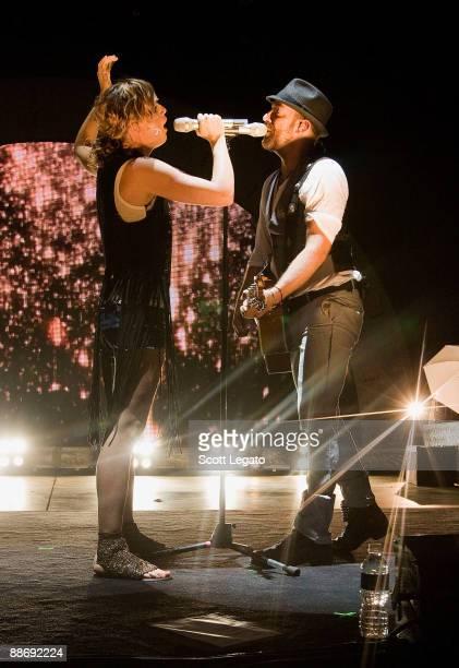 Kristian Bush and Jennifer Nettles of Sugarland performs at the Verizon Wireless Music Center on June 25 2009 in Pelham Alabama