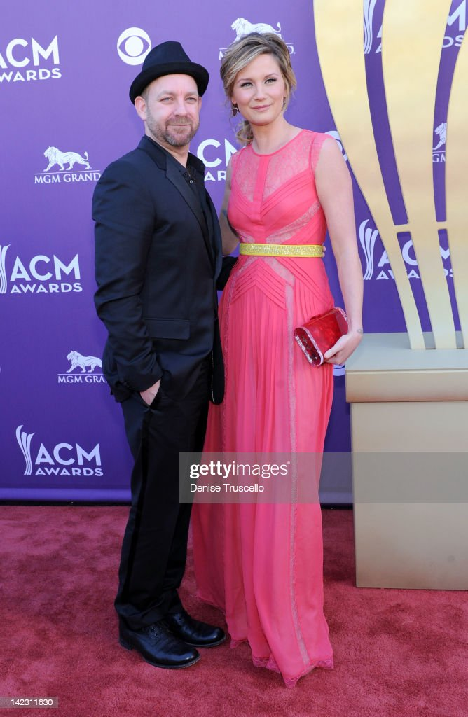 <a gi-track='captionPersonalityLinkClicked' href=/galleries/search?phrase=Kristian+Bush&family=editorial&specificpeople=619492 ng-click='$event.stopPropagation()'>Kristian Bush</a> and <a gi-track='captionPersonalityLinkClicked' href=/galleries/search?phrase=Jennifer+Nettles&family=editorial&specificpeople=619734 ng-click='$event.stopPropagation()'>Jennifer Nettles</a> of the band Sugarland arrive at the 47th Annual Academy Of Country Music Awards held at the MGM Grand Garden Arena on April 1, 2012 in Las Vegas, Nevada.