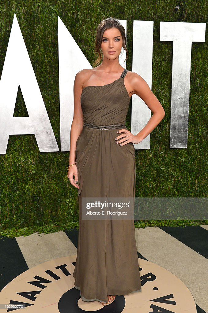 Kristin Chenoweth arrives at the 2013 Vanity Fair Oscar Party hosted by Graydon Carter at Sunset Tower on February 24, 2013 in West Hollywood, California.