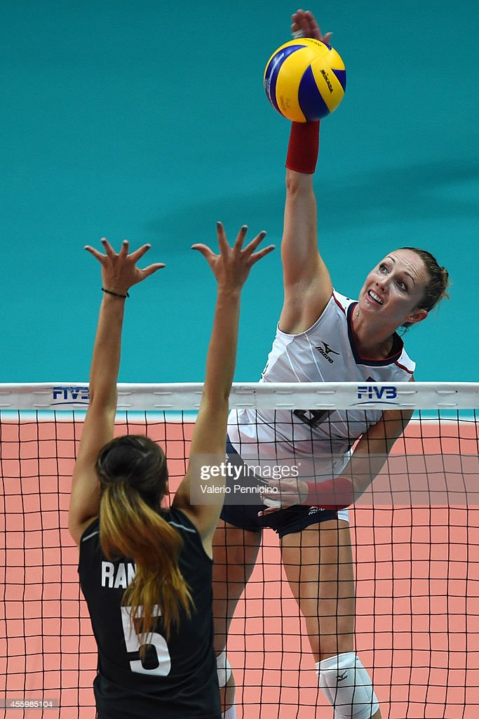 Usa v mexico fivb women 39 s world championship getty images for Pool show usa