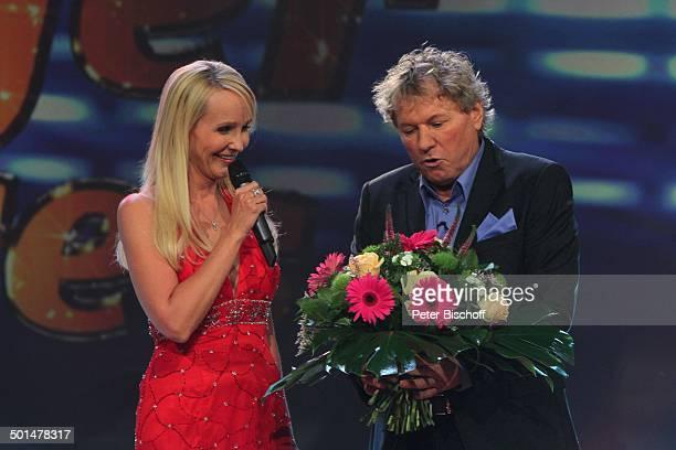 Kristina Bach Bernhard Brink MDRMusikshow 'Schlager des Jahres 2010' Congress Centrum Suhl Thüringen Deutschland Europa Auftritt Bühne Mikro Blumen...