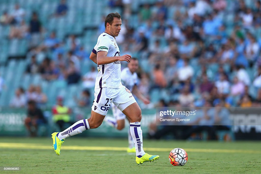 Krisztian Vadocz of the Glory dribbles the ball during the round 19 A-League match between Sydney FC and the Perth Glory at Allianz Stadium on February 13, 2016 in Sydney, Australia.