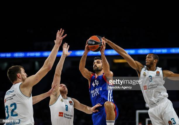 Krunoslav Simon of Anadolu Efes in action against Anthony Randolph Jonas Maciulis and Ongjen Kujmic of Real Madrid during the Turkish Airlines...