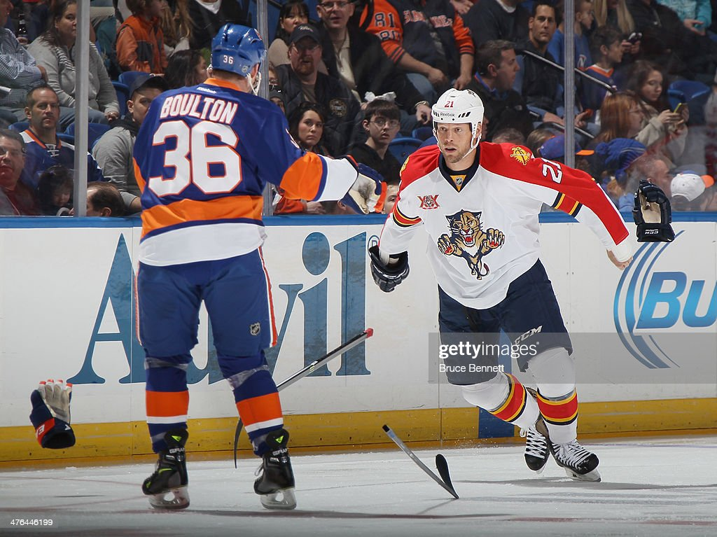 Krys Barch of the Florida Panthers prepares to fight with Eric Boulton of the New York Islanders at the Nassau Veterans Memorial Coliseum on March 2...