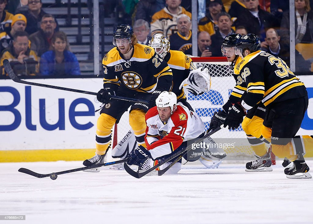 <a gi-track='captionPersonalityLinkClicked' href=/galleries/search?phrase=Krys+Barch&family=editorial&specificpeople=2538220 ng-click='$event.stopPropagation()'>Krys Barch</a> #21 of the Florida Panthers reaches for a loose puck in front of <a gi-track='captionPersonalityLinkClicked' href=/galleries/search?phrase=Dougie+Hamilton&family=editorial&specificpeople=6686524 ng-click='$event.stopPropagation()'>Dougie Hamilton</a> #27 of the Boston Bruins in the third period during the game at TD Garden on March 4, 2014 in Boston, Massachusetts.