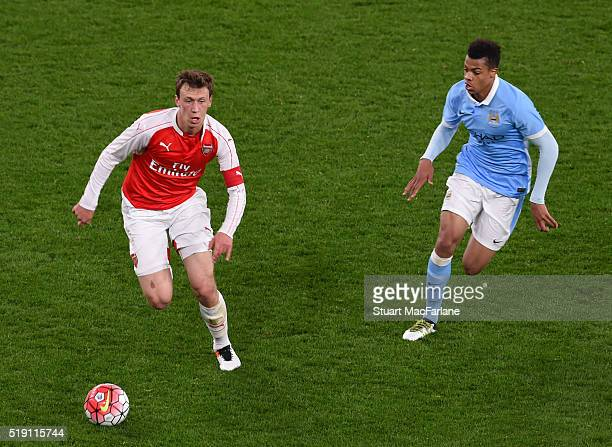 Krystian Bielik of Arsenal breaks past Lukas Nmecha of Man City during the FA Youth Cup SemiFinal Second Leg match between Arsenal and Manchester...