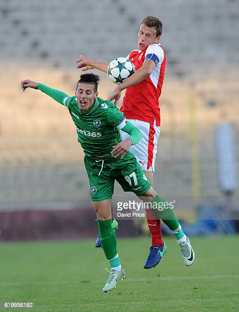 Krystian Bielik of Arsenal heads the ball away from Tomas Tsvyatkov of Ludogorets during the match between PFC Ludogorets Ragrad and Arsenal in the...