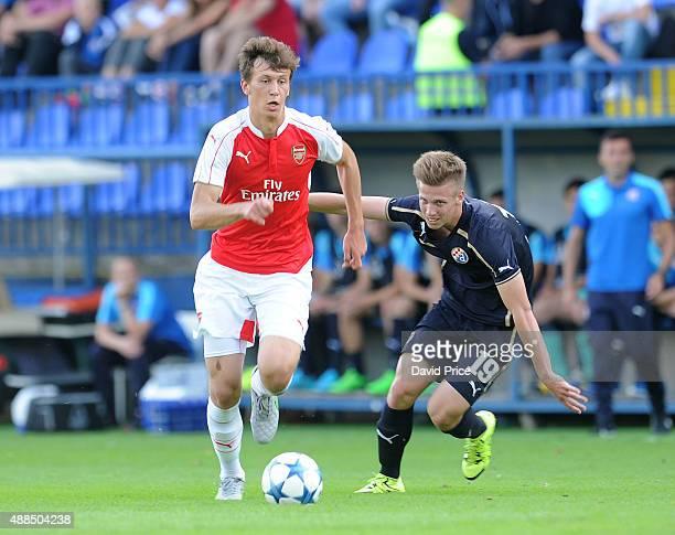 Krystian Bielik of Arsenal takes on Tin Matic of Dinamo on his way to scoring a goal for Arsenal during the UEFA Youth League match between GNK...