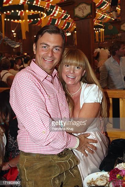 Krystian Martinek Und Ehefrau Hilly Im Schützenfestzelt Bei 'Frühstück Bei Tiffany' Am 200908