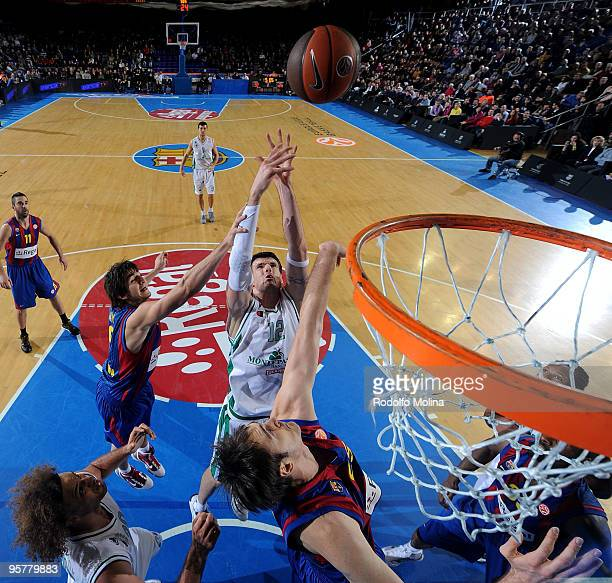Ksistof Lavrinovic #12 of Montepaschi Siena competes with Ricky Rubio #9 of Regal FC Barcelona and Erazem Lorbek #25 during the Euroleague Basketball...