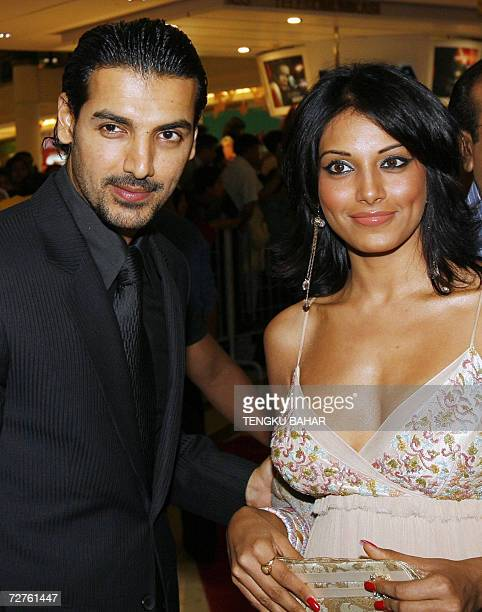 Indian film actors John Abraham and Bipasha Basu pose for a photograph before a screening of 'Baabul' in conjunction with the launch of the 2006...