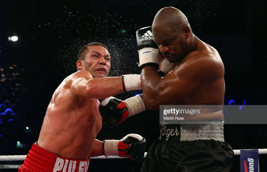 Kubrat Pulev (L) of Bulgaria exchanges punches with <a gi-track='captionPersonalityLinkClicked' href=/galleries/search?phrase=Tony+Thompson&family=editorial&specificpeople=801462 ng-click='$event.stopPropagation()'>Tony Thompson</a> (R) of USA during their IBF International heavyweight fight at Sport und Kongresshalle on August 24, 2013 in Schwerin, Germany.
