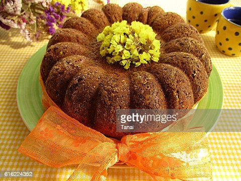 Kuglof with yellow flowers and orange bow : Stockfoto