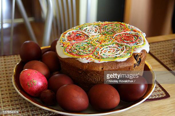 Kulich and easter eggs