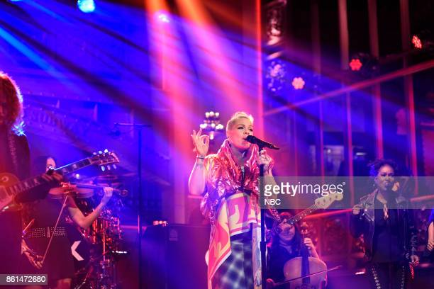 LIVE 'Kumail Nanjiani' Episode 1728 Pictured Pnk performs 'Beautiful Trauma' in Studio 8H on Saturday October 14 2017