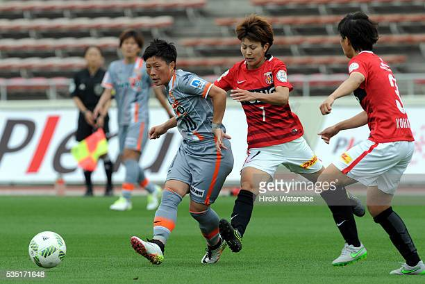 Kumi Yokoyama of AC Nagano Parceiro and Risa Ikadai of Urawa Reds Ladies compete for the ball during the Nadeshiko League match between Urawa Red...