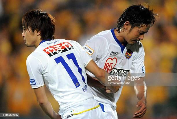 Kunimitsu Sekiguchi of Kashiwa Reysol replaces Atsushi Yanagisawa during the JLeague match between Kashiwa Reysol and Vegalta Sendai at Hitachi...