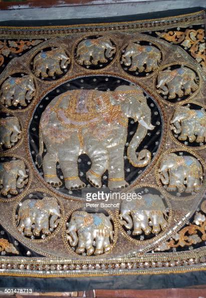 kunstvoll verzierter teppich mit folklore motiv elefanten als gl cksbringer souve pictures. Black Bedroom Furniture Sets. Home Design Ideas
