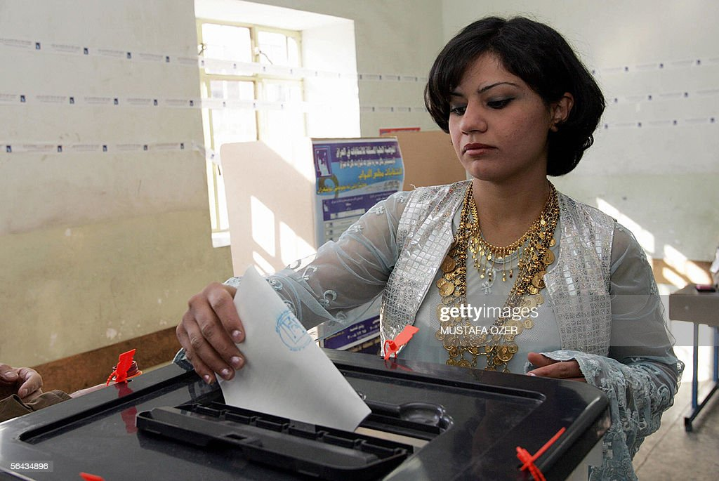 Kurdish Iraqi woman votes at a polling station in the northern Iraqi city of Suleimaniya 15 December 2005 Iraqis voted today in a landmark poll to...