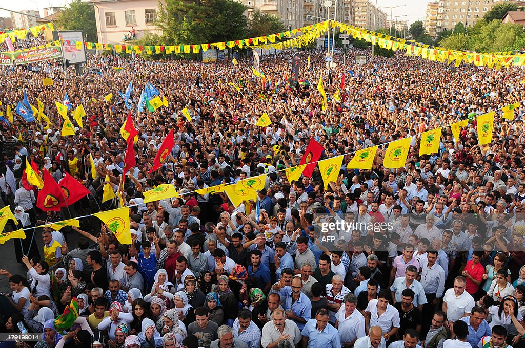 Kurdish people waves flags and chant slogans while demonstrating to celebrate the Peace day, in Diyarbakir, on September 1, 2013. AFP PHOTO/MEHMET ENGIN