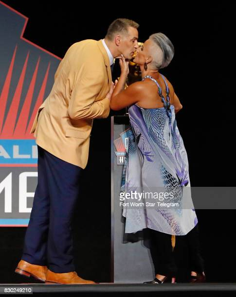 Kurt and Brenda Warner share a kiss after unveiling his Hall of Fame bust The 2017 NFL Hall of Fame class including Dallas Cowboys owner Jerry Jones...