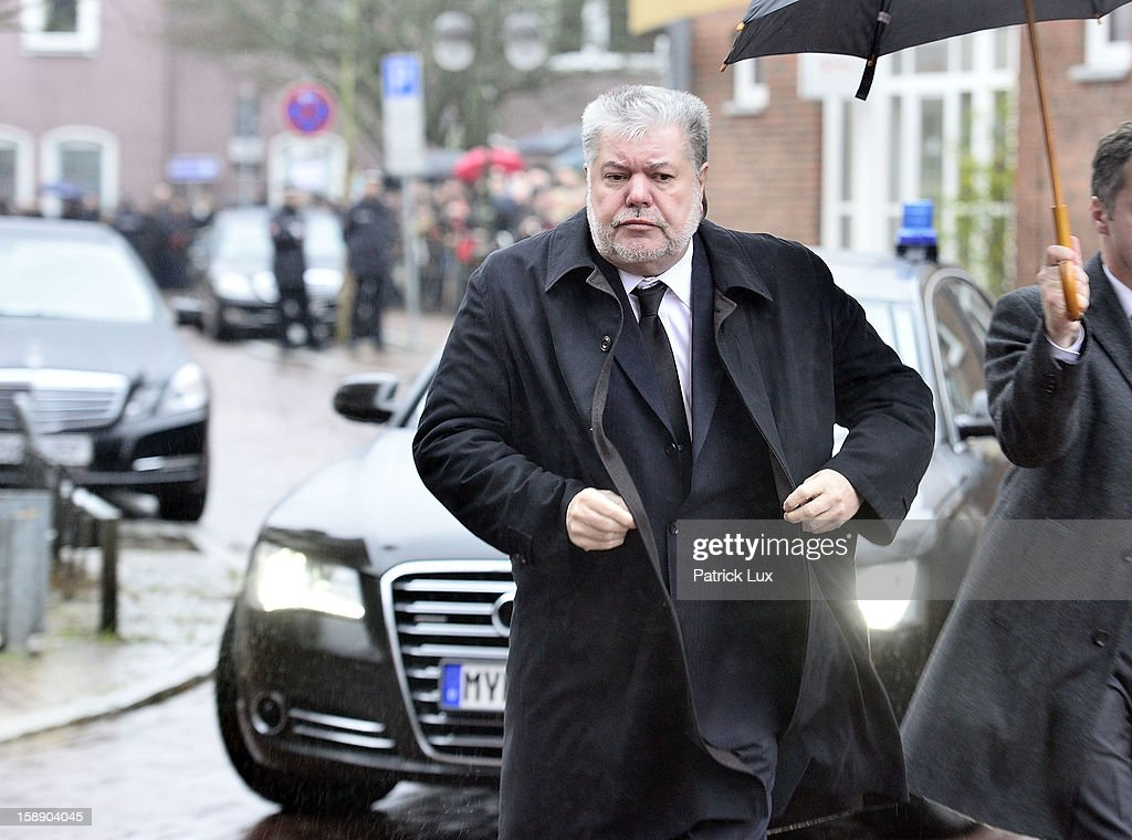 Kurt Beck, Governor of Rhineland-Palatinate (SPD), arrives at a memorial service for former German Defence Minister Peter Struck on January 3, 2013 in Uelzen, Germany. Struck was a leading member of the German Social Democrats (SPD) and died in December following a heart attack.