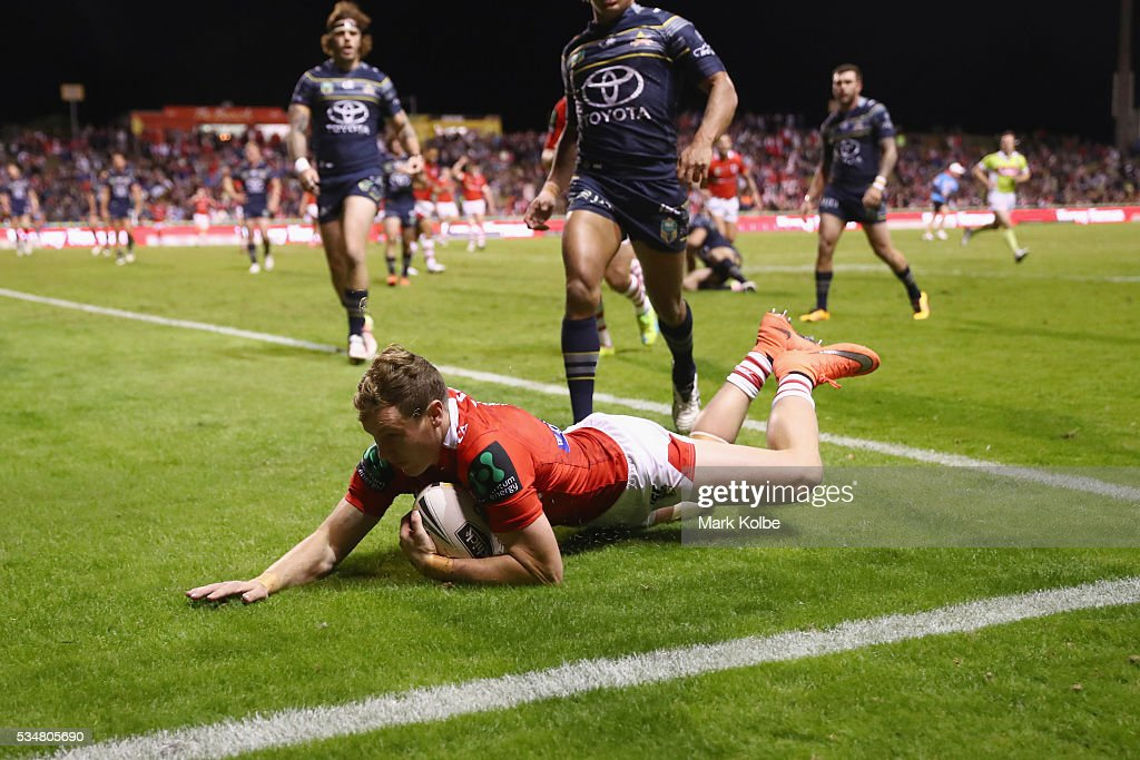 Kurt Mann of the Dragons scores try during the round 12 NRL match between the St George Illawarra Dragons and the North Queensland Cowboys at WIN Jubilee Stadium on May 28, 2016 in Wollongong, Australia.