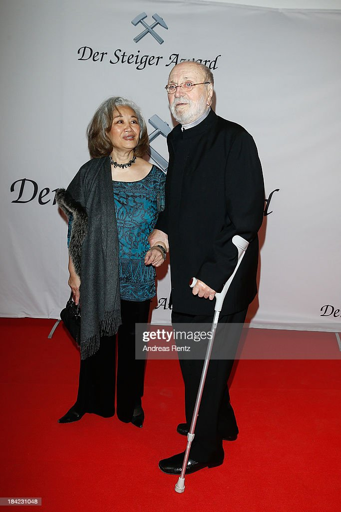 <a gi-track='captionPersonalityLinkClicked' href=/galleries/search?phrase=Kurt+Masur&family=editorial&specificpeople=1277419 ng-click='$event.stopPropagation()'>Kurt Masur</a> and wife Tomoko Masur attend the Steiger Award 2013 at Dortmunder U on October 12, 2013 in Dortmund, Germany.