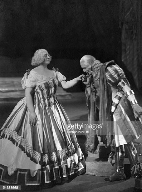 Kurt Melanie Soprano singer Austria*08011880as Cleopatra and Wilhelm Guttmann as Caesar in the opera 'Julius Caesar' Volksoper Berlin Photographer...