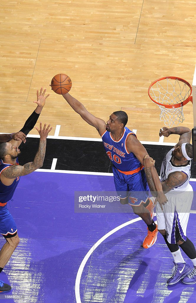 <a gi-track='captionPersonalityLinkClicked' href=/galleries/search?phrase=Kurt+Thomas&family=editorial&specificpeople=201800 ng-click='$event.stopPropagation()'>Kurt Thomas</a> #40 of the New York Knicks goes after the rebound against <a gi-track='captionPersonalityLinkClicked' href=/galleries/search?phrase=DeMarcus+Cousins&family=editorial&specificpeople=5792008 ng-click='$event.stopPropagation()'>DeMarcus Cousins</a> #15 of the Sacramento Kings on December 28, 2012 at Sleep Train Arena in Sacramento, California.
