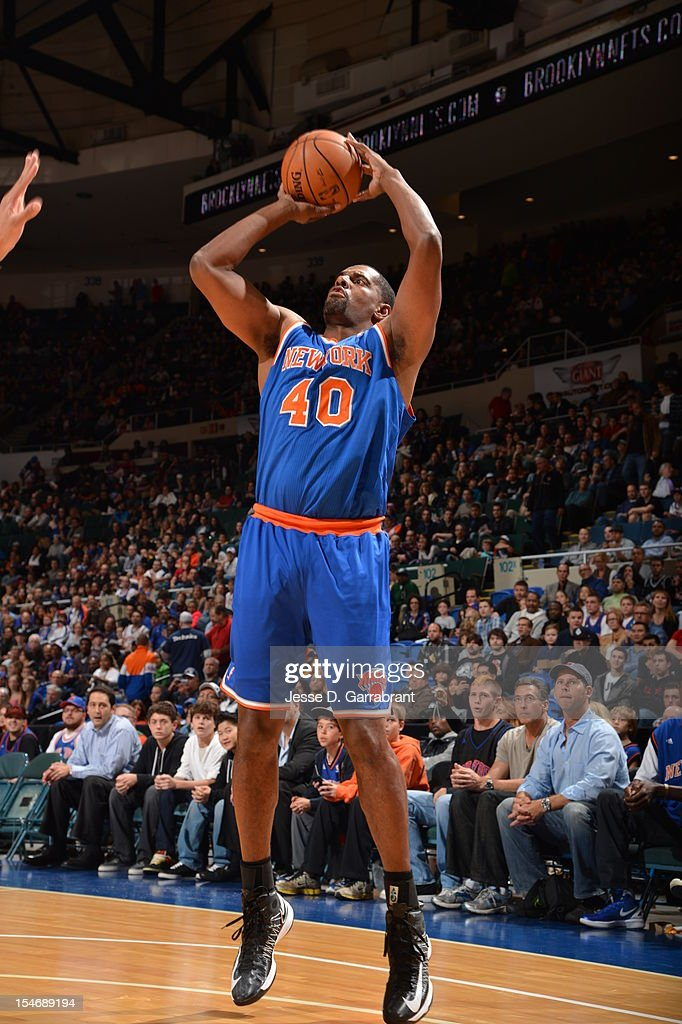 Kurt Thomas #40 of the New York Knicks takes a jump shot against the Brooklyn Nets on October 24, 2012 at the Nassau Veterans Memorial Coliseum in Long Island, New York.