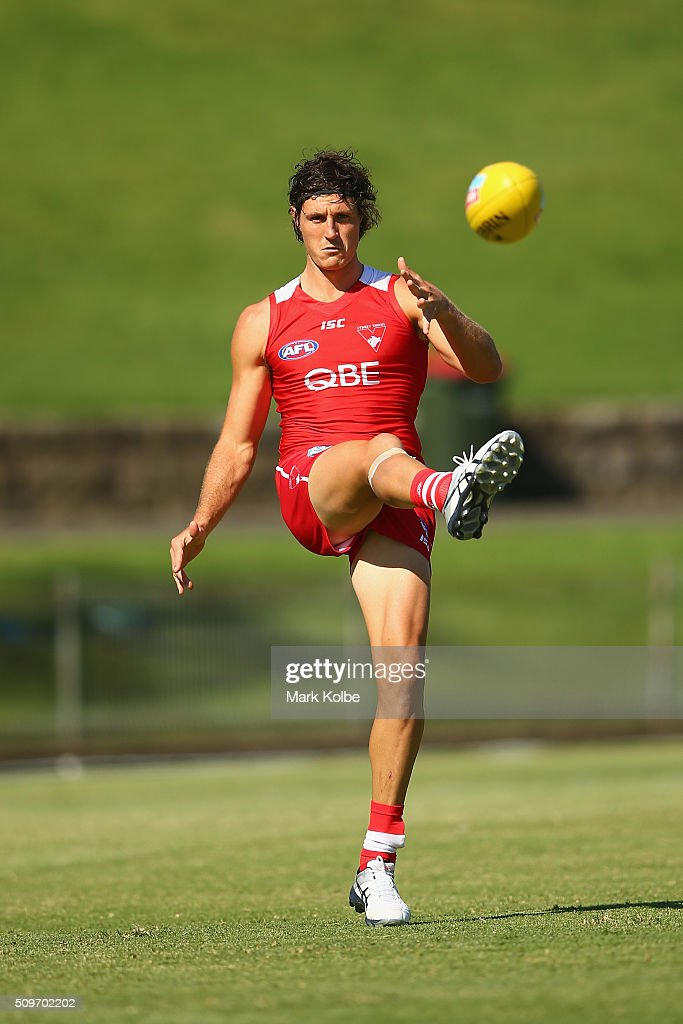 <a gi-track='captionPersonalityLinkClicked' href=/galleries/search?phrase=Kurt+Tippett&family=editorial&specificpeople=779177 ng-click='$event.stopPropagation()'>Kurt Tippett</a> kicks during the warm-up ahead of the Sydney Swans AFL intra-club match at Henson Park on February 12, 2016 in Sydney, Australia.