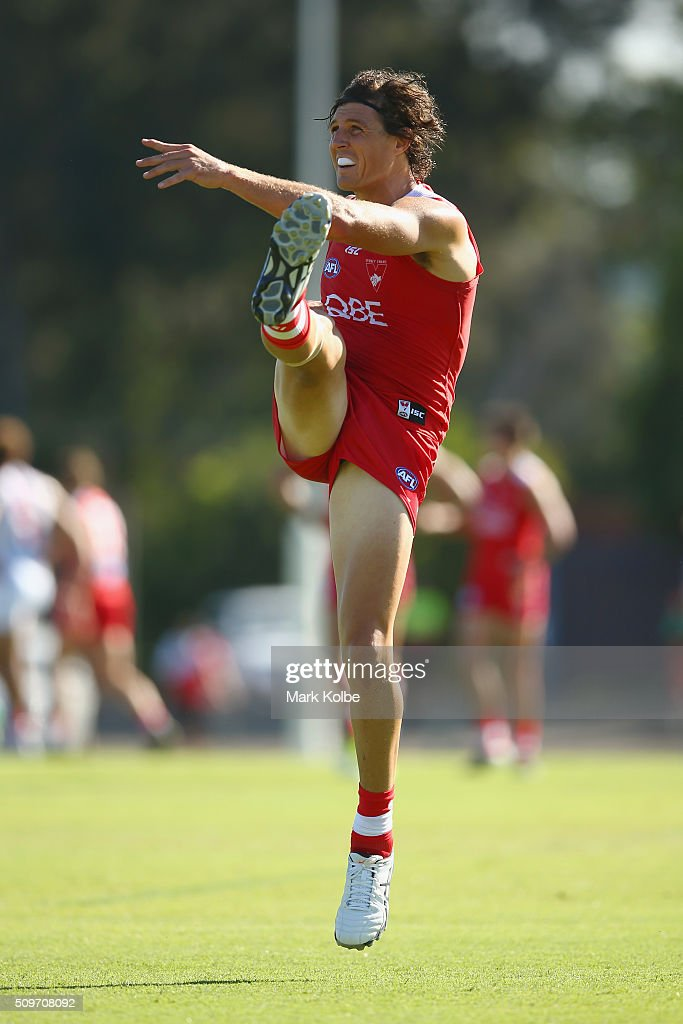 <a gi-track='captionPersonalityLinkClicked' href=/galleries/search?phrase=Kurt+Tippett&family=editorial&specificpeople=779177 ng-click='$event.stopPropagation()'>Kurt Tippett</a> of the Red Team kicks at goal during the Sydney Swans AFL intra-club match at Henson Park on February 12, 2016 in Sydney, Australia.