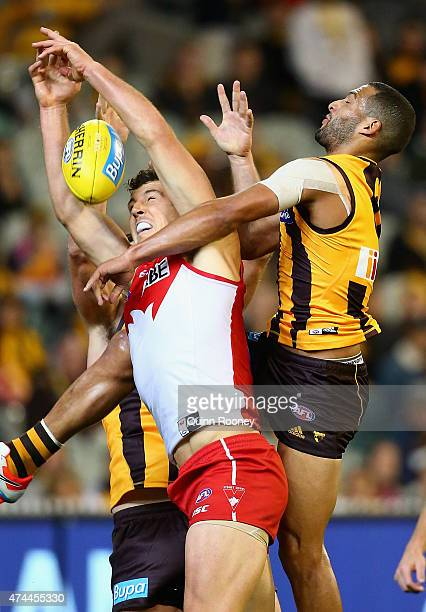 Kurt Tippett of the Swans attempts to mark whilst Josh Gibson of the Hawks attempts to spoil during the round eight AFL match between the Hawthorn...