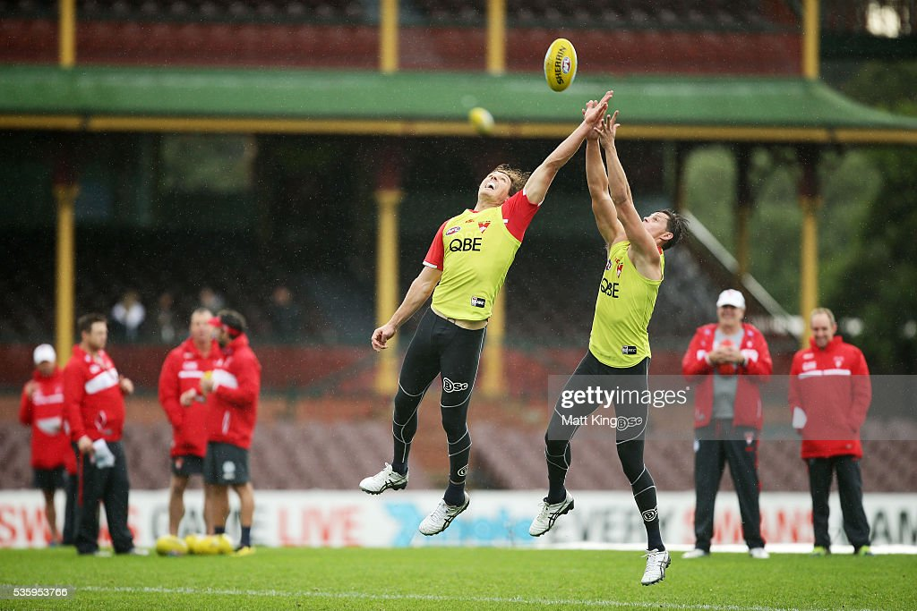 Kurt Tippett of the Swans (L) competes against Callum Sinclair of the Swans (R) during a Sydney Swans AFL training session at Sydney Cricket Ground on May 31, 2016 in Sydney, Australia.