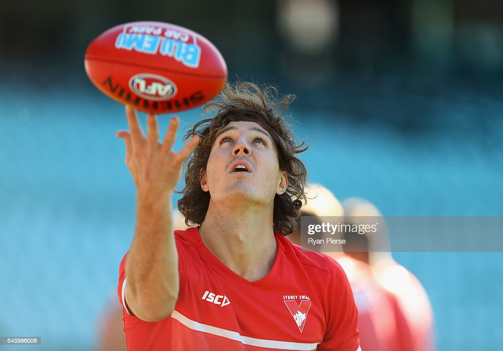 Kurt Tippett of the Swans trains during a Sydney Swans AFL training session at Sydney Cricket Ground on June 28, 2016 in Sydney, Australia.