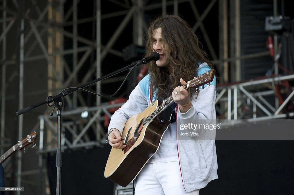 <a gi-track='captionPersonalityLinkClicked' href=/galleries/search?phrase=Kurt+Vile&family=editorial&specificpeople=5736446 ng-click='$event.stopPropagation()'>Kurt Vile</a> of <a gi-track='captionPersonalityLinkClicked' href=/galleries/search?phrase=Kurt+Vile&family=editorial&specificpeople=5736446 ng-click='$event.stopPropagation()'>Kurt Vile</a> and The Violators performs on stage on Day 3 of Primavera Sound Festival at Parc del Forum on May 24, 2013 in Barcelona, Spain.