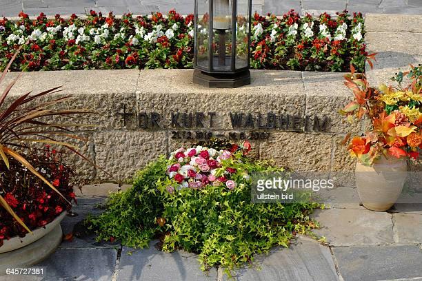Kurt Waldheim Wehrmachtsoffizier Diplomat Generalsekretär der Vereinten Nationen Bundespräsident Republik Österreich Grab auf dem Wiener...