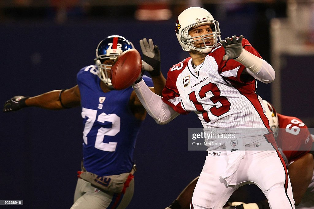 Kurt Warner of the Arizona Cardinals throws a pass against the New York Giants on October 25 2009 at Giants Stadium in East Rutherford New Jersey