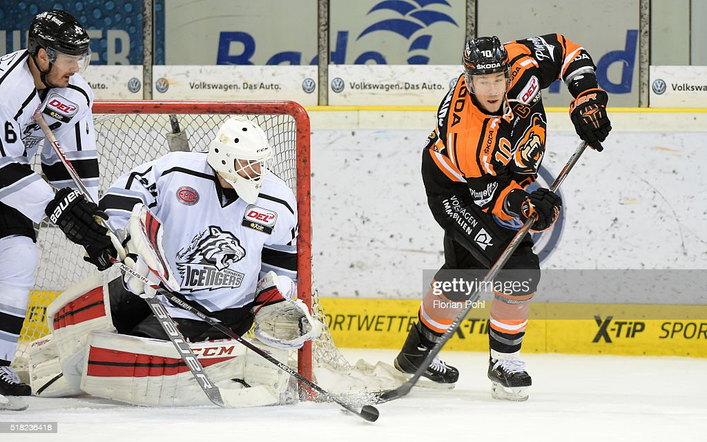 Kurtis Foster Tyler Beskorowany of the Thomas Sabo Ice Tigers Nuernberg and Tyler Haskins of Grizzlys Wolfsburg during the game between Grizzlys...