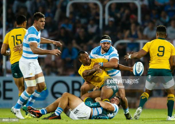 Kurtley Beale of Australia passes the ball as he is tackled by Agustin Creevy during The Rugby Championship match between Argentina and Australia at...