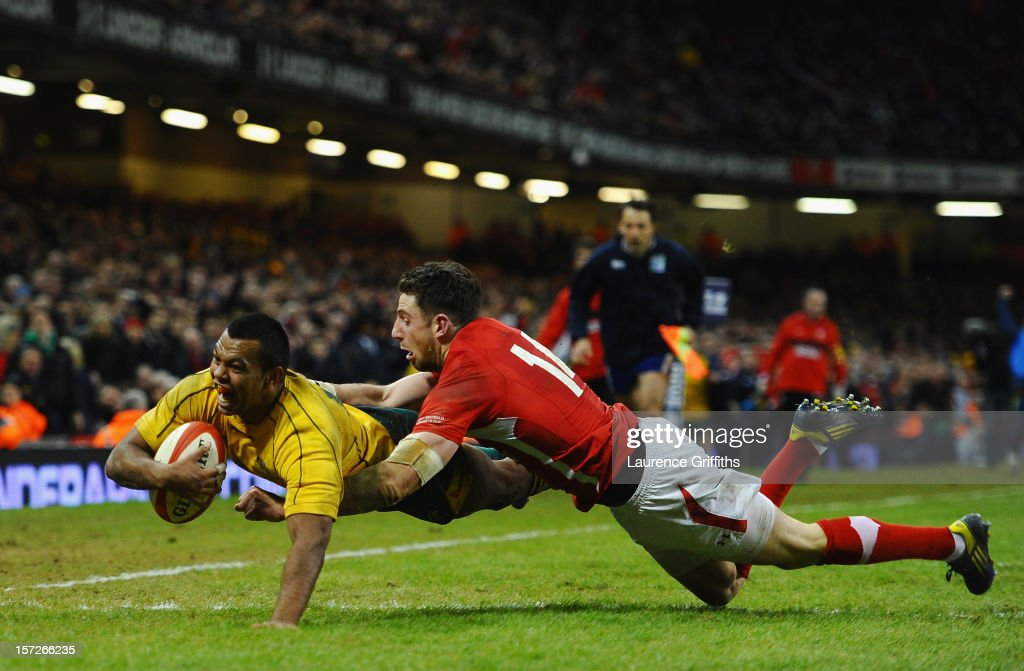 Kurtley Beale of Australia scores a last minute try to win the match under pressure from Alex Cuthbert of Wales during the International match...