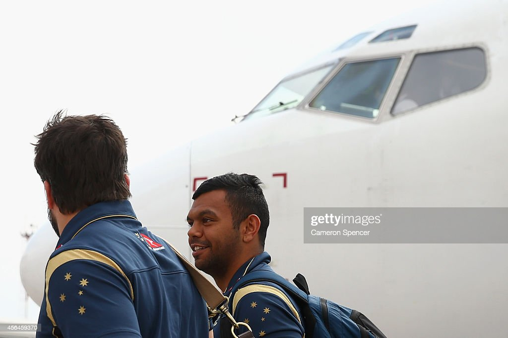 <a gi-track='captionPersonalityLinkClicked' href=/galleries/search?phrase=Kurtley+Beale&family=editorial&specificpeople=3020818 ng-click='$event.stopPropagation()'>Kurtley Beale</a> of the Australian Wallabies and team mates arrive at Mendoza Airport on October 1, 2014 in Mendoza, Argentina. Australia are playing a Rugby Championship test against Argentina on October 4.