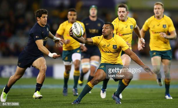 Kurtley Beale of the Wallabies gathers the ball during The Rugby Championship match between the Australian Wallabies and the Argentina Pumas at...