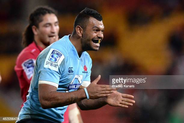 Kurtley Beale of the Waratahs celebrates victory after the round 19 Super Rugby match between the Reds and the Waratahs at Suncorp Stadium on July 12...