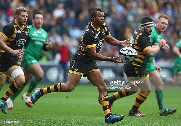 Kurtley Beale of Wasps in action during the European Rugby Champions Cup match between Wasps and Connacht Rugby at the Ricoh Arena on December 11...