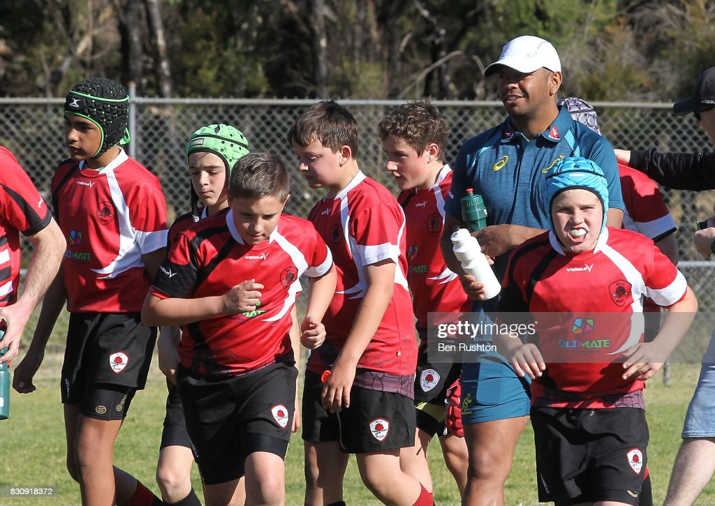 Kurtley Beale with the junior teams during an Australian Wallabies fan day on August 13, 2017 in Penrith, Australia.