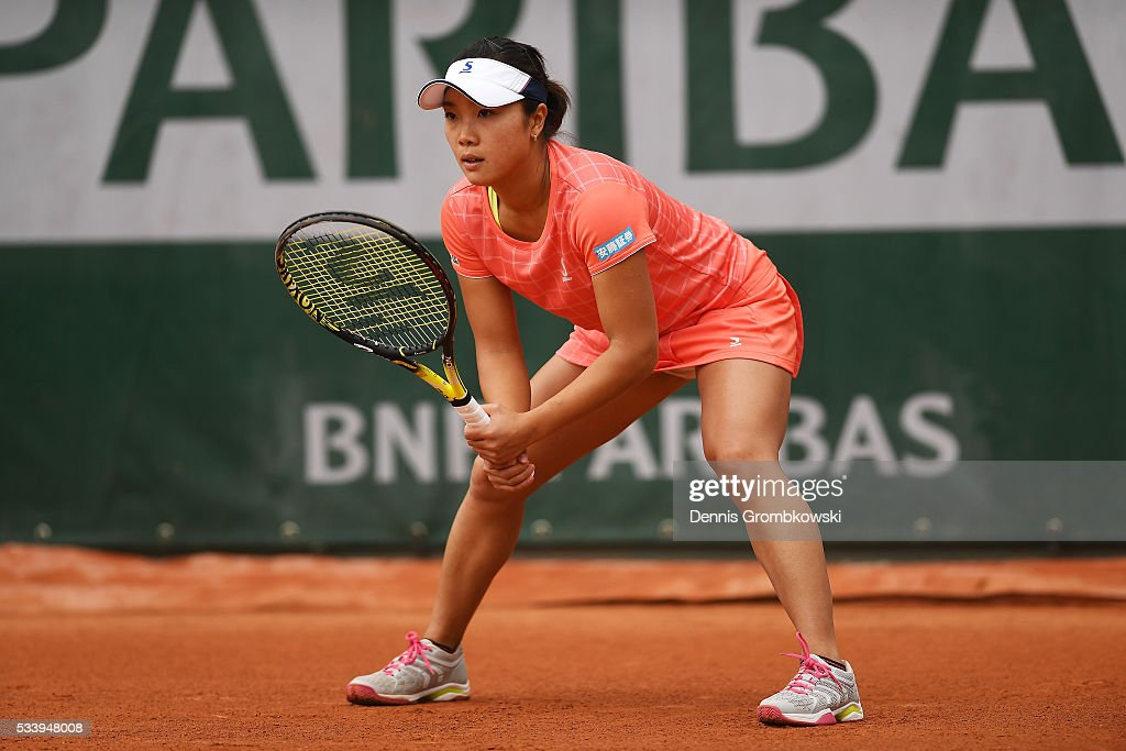 <a gi-track='captionPersonalityLinkClicked' href=/galleries/search?phrase=Kurumi+Nara&family=editorial&specificpeople=4385662 ng-click='$event.stopPropagation()'>Kurumi Nara</a> of Japan awaits a serve during the Ladies Singles first round match against Denisa Allertova of Czech Republic on day three of the 2016 French Open at Roland Garros on May 24, 2016 in Paris, France.