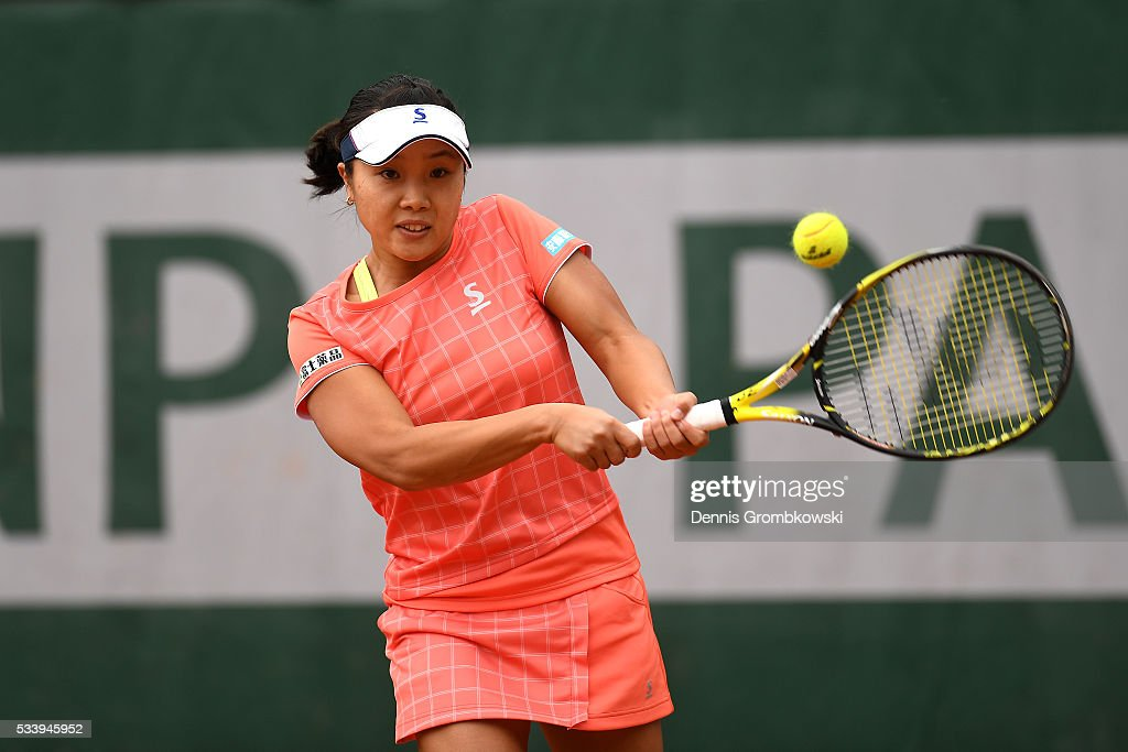 <a gi-track='captionPersonalityLinkClicked' href=/galleries/search?phrase=Kurumi+Nara&family=editorial&specificpeople=4385662 ng-click='$event.stopPropagation()'>Kurumi Nara</a> of Japan hits a backhand during the Ladies Singles first round match against Denisa Allertova of Czech Republic on day three of the 2016 French Open at Roland Garros on May 24, 2016 in Paris, France.
